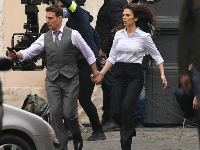 Tom Cruise chia tay bạn gái kém 20 tuổi - 2